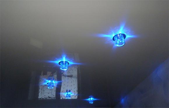 Потолочные светильники-споты в натяжном потолке